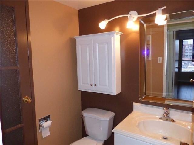 Condo Apartment at 15390 Yonge St, Unit 407, Aurora, Ontario. Image 9