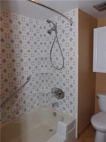 Condo Apartment at 15390 Yonge St, Unit 407, Aurora, Ontario. Image 10