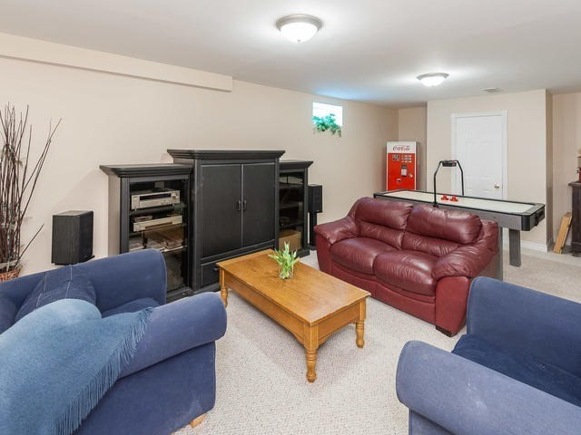 Detached at 6060 Hillsdale Dr, Whitchurch-Stouffville, Ontario. Image 7