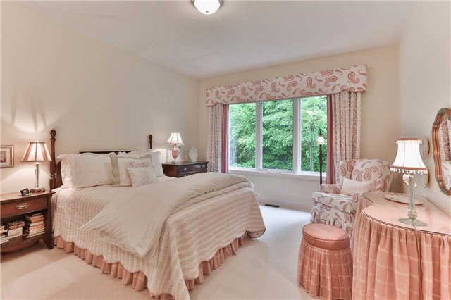 Detached at 66 Braid Bend, Whitchurch-Stouffville, Ontario. Image 3
