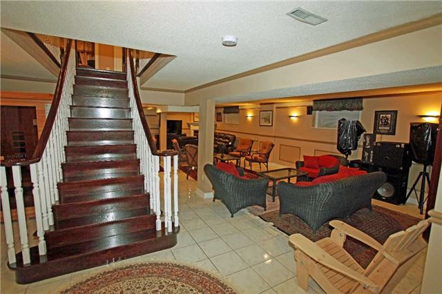 Detached at 102 Roselawn Dr, Vaughan, Ontario. Image 11