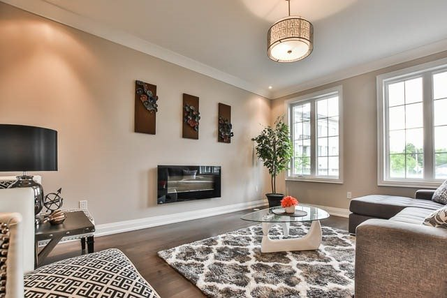Townhouse at 8 Point Pelee Lane, Richmond Hill, Ontario. Image 15