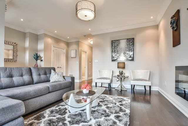 Townhouse at 8 Point Pelee Lane, Richmond Hill, Ontario. Image 16