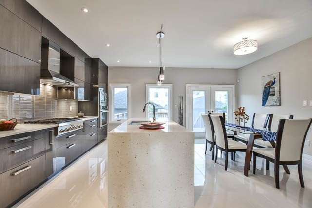 Townhouse at 8 Point Pelee Lane, Richmond Hill, Ontario. Image 18