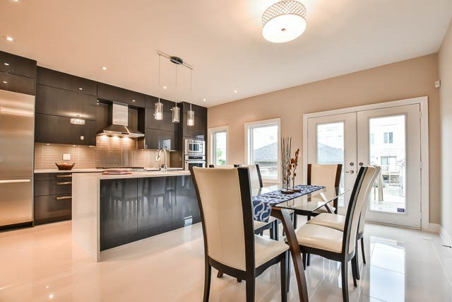 Townhouse at 8 Point Pelee Lane, Richmond Hill, Ontario. Image 20