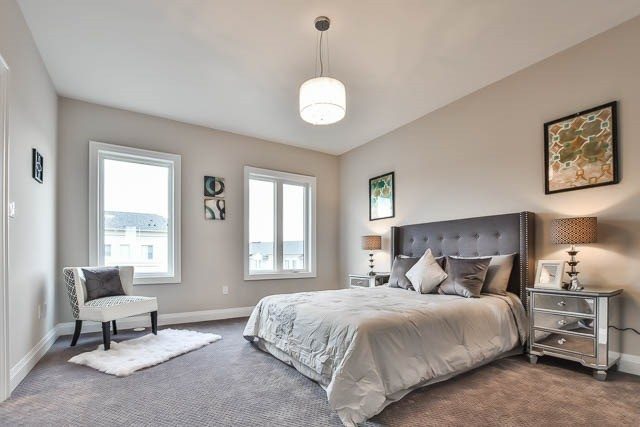 Townhouse at 8 Point Pelee Lane, Richmond Hill, Ontario. Image 5