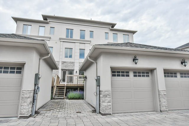 Townhouse at 8 Point Pelee Lane, Richmond Hill, Ontario. Image 13