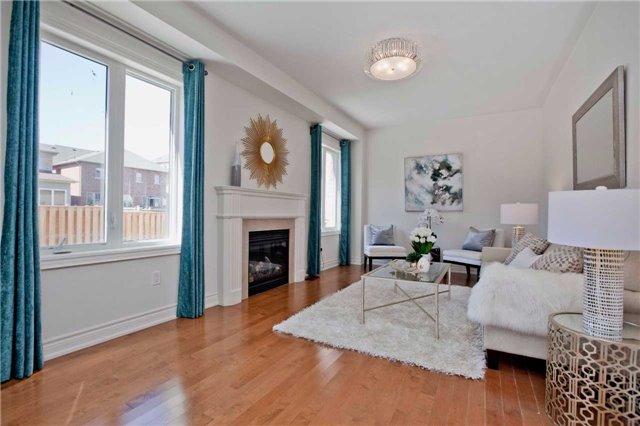 Detached at 18 Bracknell Ave, Markham, Ontario. Image 3