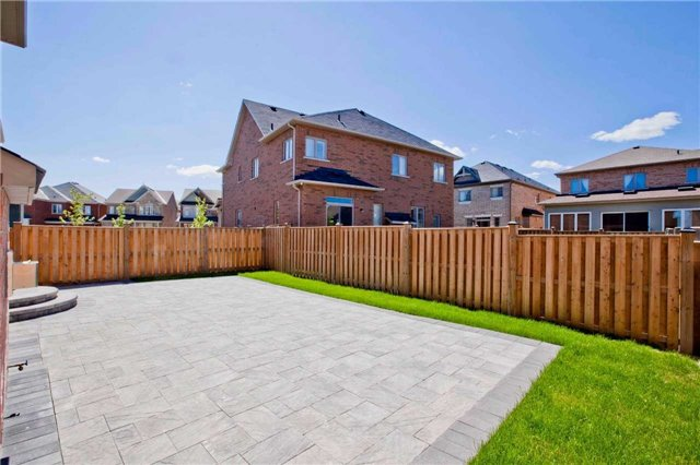 Detached at 18 Bracknell Ave, Markham, Ontario. Image 13