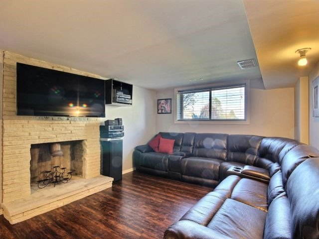 Detached at 276 Plymouth Tr, Newmarket, Ontario. Image 5