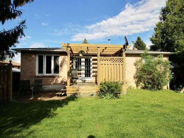 Detached at 276 Plymouth Tr, Newmarket, Ontario. Image 10