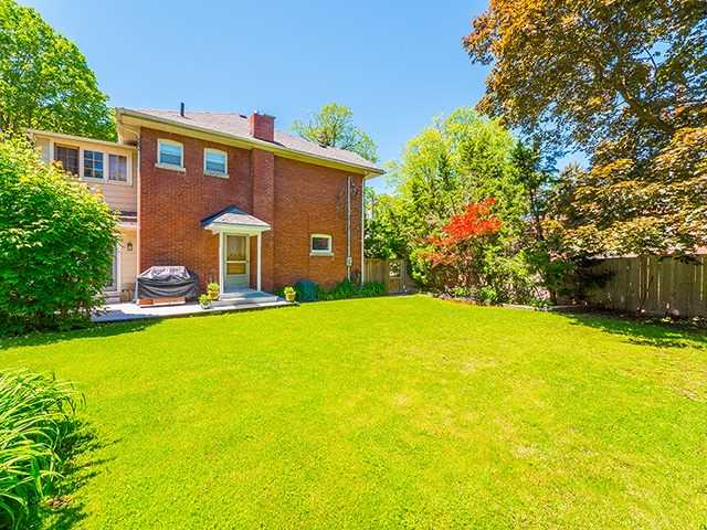 Detached at 430 Tecumseth St, Newmarket, Ontario. Image 9