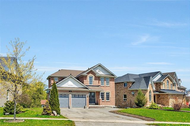 Detached at 346 King St E, East Gwillimbury, Ontario. Image 1