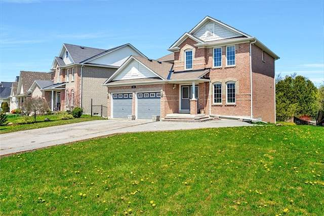 Detached at 346 King St E, East Gwillimbury, Ontario. Image 4