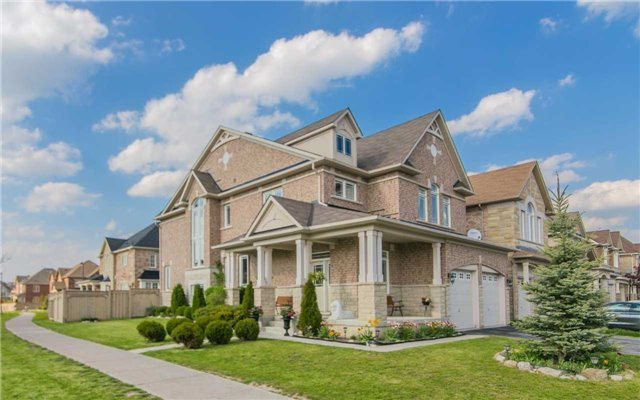 Detached at 2 Shale Cres, Vaughan, Ontario. Image 12