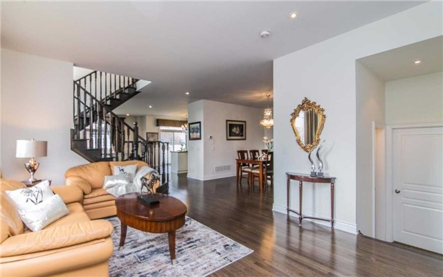 Detached at 2 Shale Cres, Vaughan, Ontario. Image 13