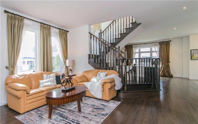 Detached at 2 Shale Cres, Vaughan, Ontario. Image 14