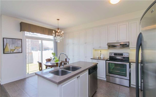 Detached at 2 Shale Cres, Vaughan, Ontario. Image 15