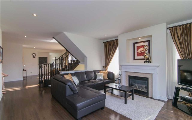 Detached at 2 Shale Cres, Vaughan, Ontario. Image 19