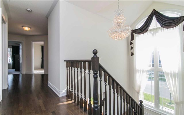 Detached at 2 Shale Cres, Vaughan, Ontario. Image 2