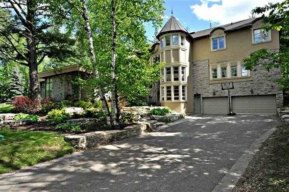 Detached at 300 Woodland Acres Cres, Vaughan, Ontario. Image 1