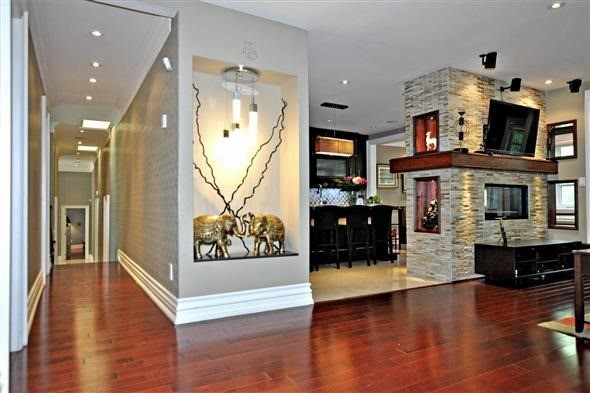 Detached at 300 Woodland Acres Cres, Vaughan, Ontario. Image 2