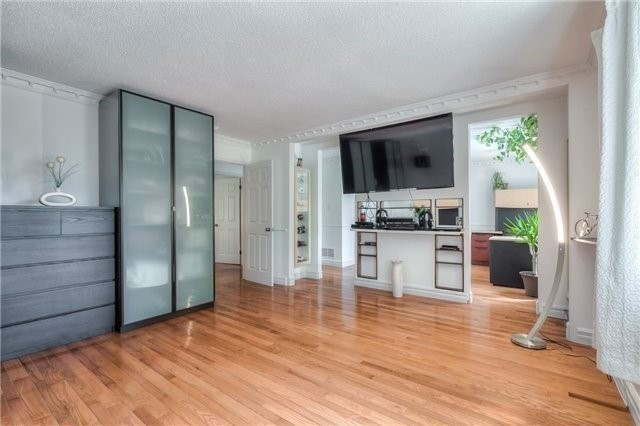 Detached at 11 Marcus Crt, Vaughan, Ontario. Image 5