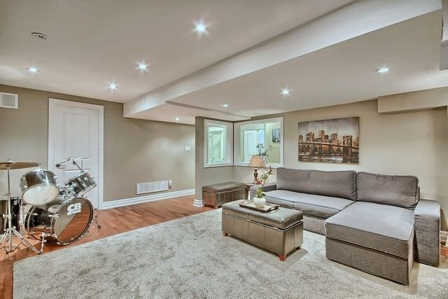 Detached at 15 Mantle Ave, Whitchurch-Stouffville, Ontario. Image 9