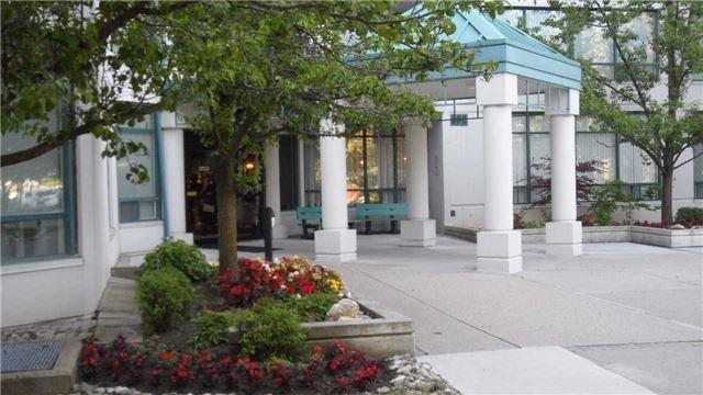 Condo Apartment at 120 Promenade Circ, Unit 1002, Vaughan, Ontario. Image 12