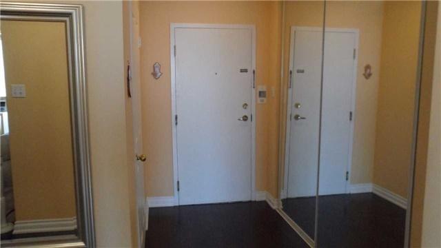 Condo Apartment at 120 Promenade Circ, Unit 1002, Vaughan, Ontario. Image 16