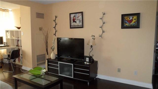 Condo Apartment at 120 Promenade Circ, Unit 1002, Vaughan, Ontario. Image 18
