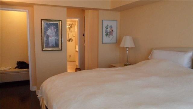 Condo Apartment at 120 Promenade Circ, Unit 1002, Vaughan, Ontario. Image 4