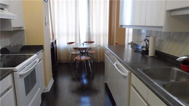 Condo Apartment at 120 Promenade Circ, Unit 1002, Vaughan, Ontario. Image 7