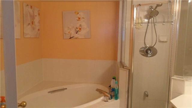 Condo Apartment at 120 Promenade Circ, Unit 1002, Vaughan, Ontario. Image 8