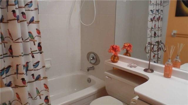 Condo Apartment at 120 Promenade Circ, Unit 1002, Vaughan, Ontario. Image 9