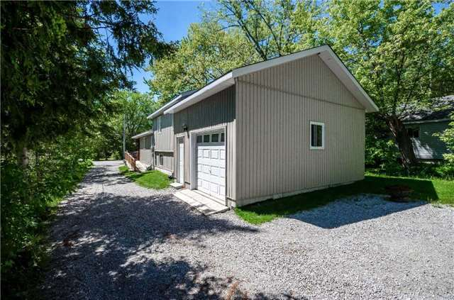 Detached at 706 10th Line, Innisfil, Ontario. Image 2