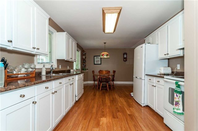 Detached at 706 10th Line, Innisfil, Ontario. Image 4