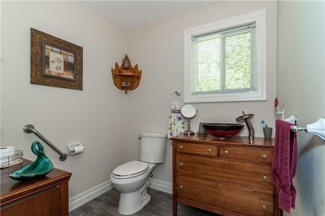 Detached at 706 10th Line, Innisfil, Ontario. Image 5