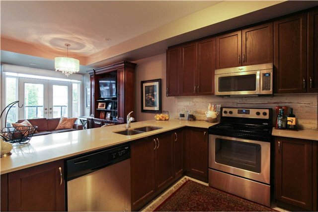 Condo Townhouse at 105 Kayla Cres, Unit #3, Vaughan, Ontario. Image 11