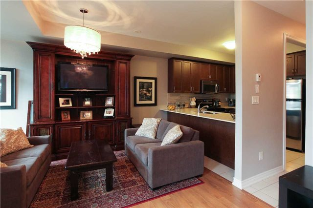 Condo Townhouse at 105 Kayla Cres, Unit #3, Vaughan, Ontario. Image 13