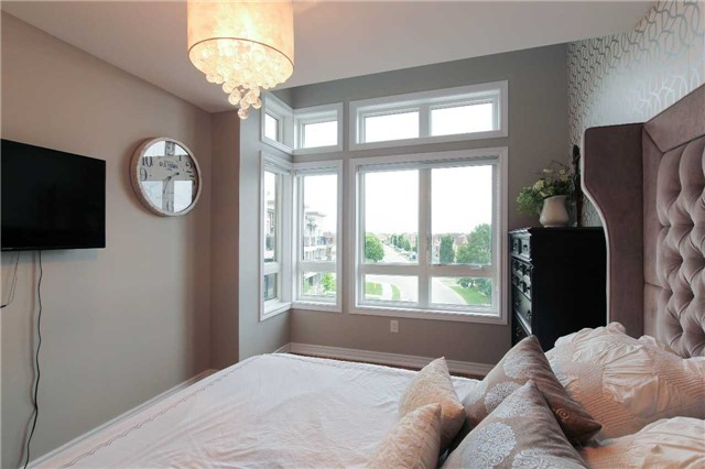 Condo Townhouse at 105 Kayla Cres, Unit #3, Vaughan, Ontario. Image 2