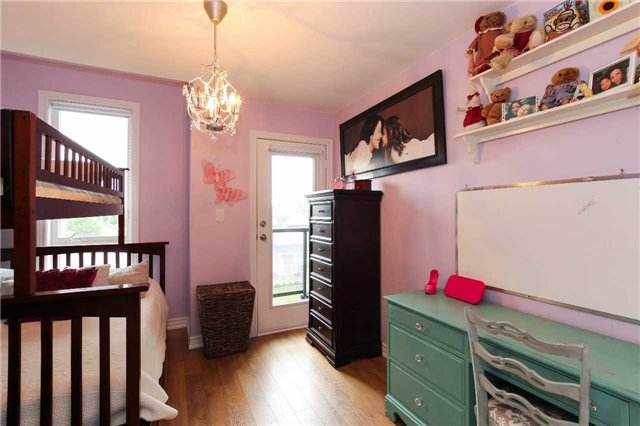 Condo Townhouse at 105 Kayla Cres, Unit #3, Vaughan, Ontario. Image 3