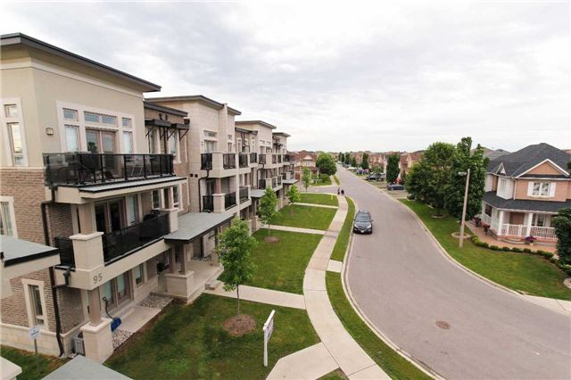 Condo Townhouse at 105 Kayla Cres, Unit #3, Vaughan, Ontario. Image 6