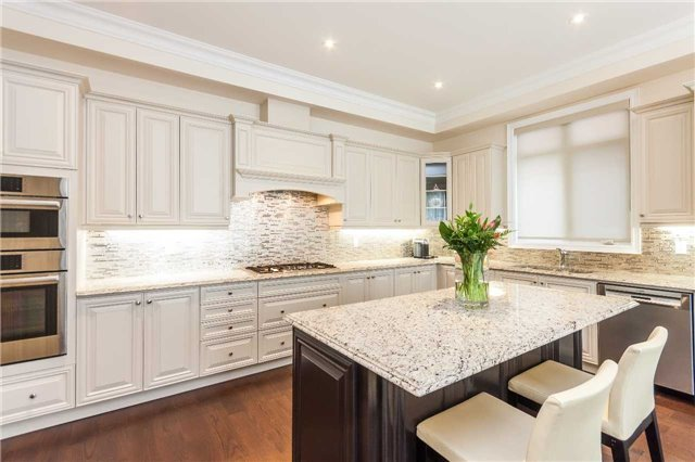 Detached at 23 Cedarpoint Crt, Vaughan, Ontario. Image 4