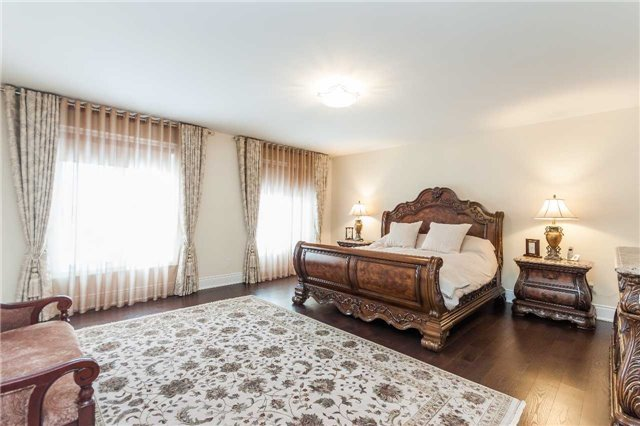 Detached at 23 Cedarpoint Crt, Vaughan, Ontario. Image 6