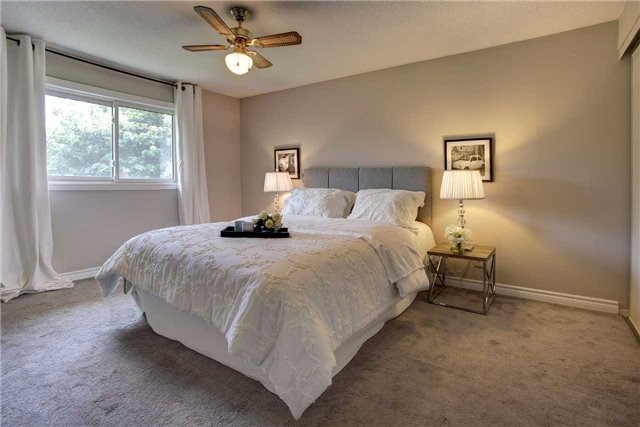 Detached at 326 Erin Tr, Newmarket, Ontario. Image 3