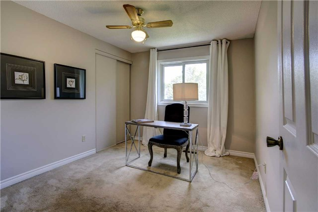 Detached at 326 Erin Tr, Newmarket, Ontario. Image 4