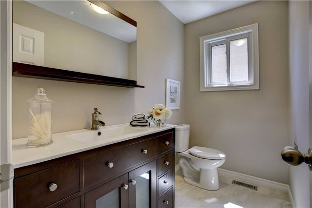 Detached at 326 Erin Tr, Newmarket, Ontario. Image 6