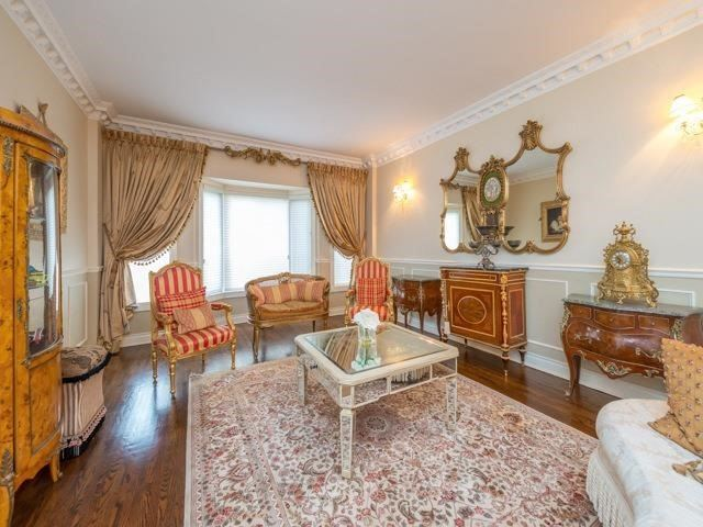 Detached at 33 Coldwater Crt E, Vaughan, Ontario. Image 14