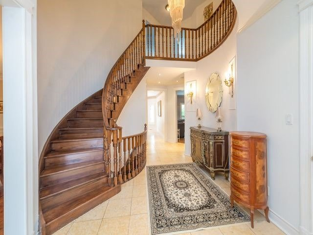 Detached at 33 Coldwater Crt E, Vaughan, Ontario. Image 3